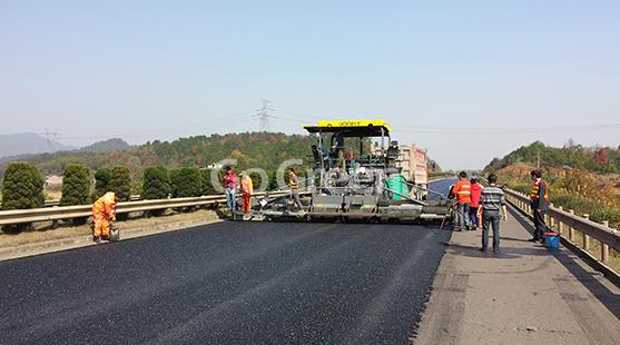微薄罩面广泛用于高速公路的项目